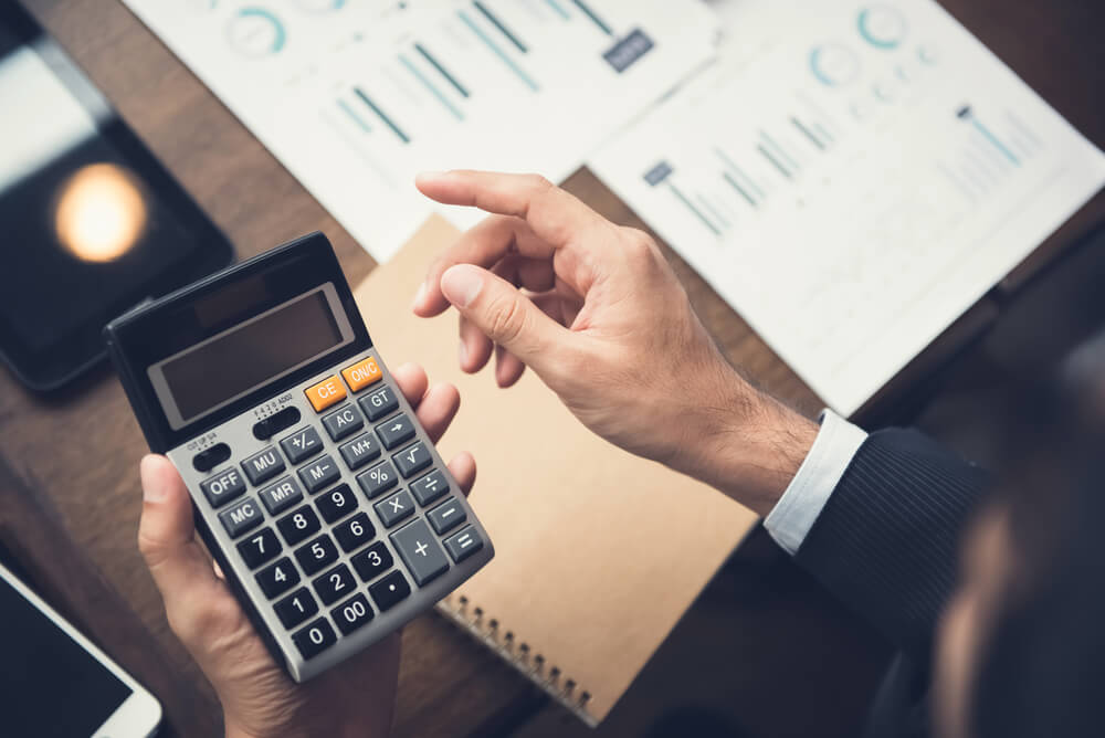 電卓で費用の計算