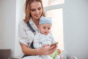 子育てにおすすめのアプリとは?ママだけでなくパパにも役立つアプリ
