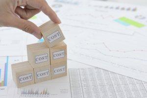 アプリ開発の自社作成でコスト削減は可能なの?業者とどちらが良いのか?