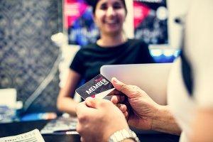 会員証アプリ開発で小売店なら盛り込んでおきたい4つの機能+α!!